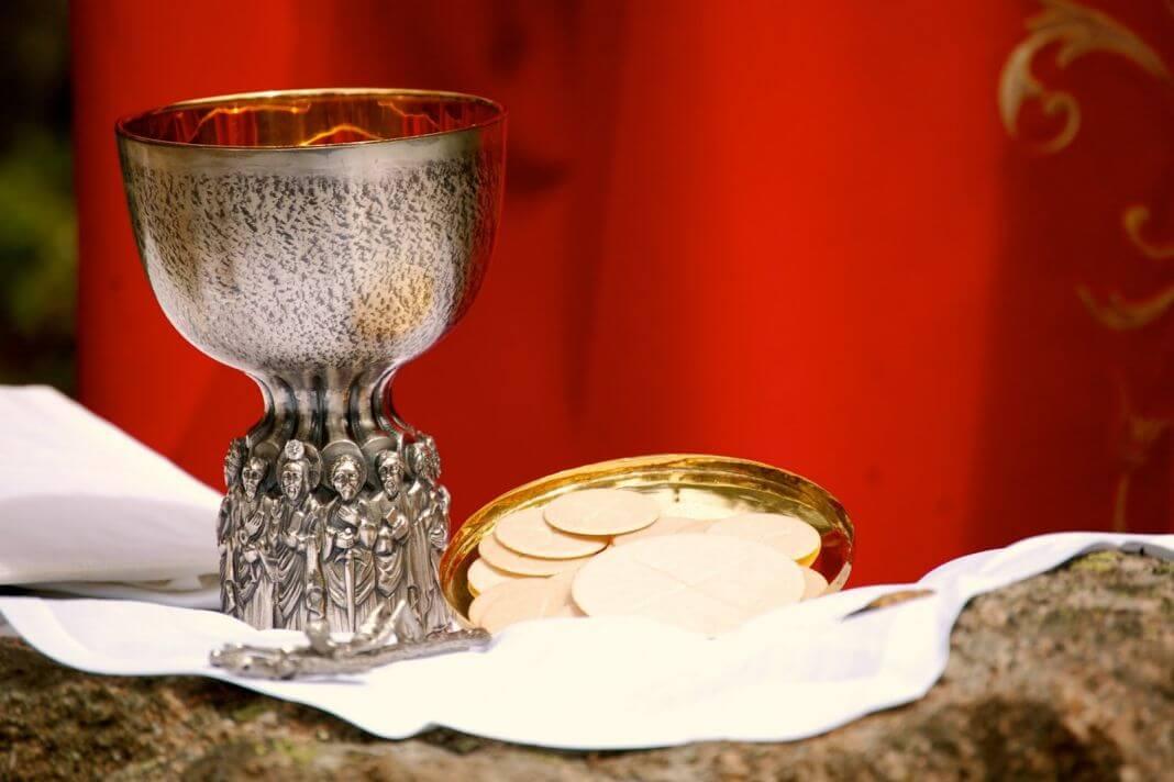 misa euharistija hostija