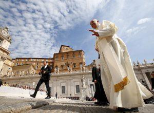 Vatikan bogat