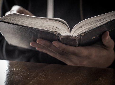 vjerovati Bibliji