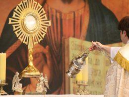 klanjanje Euharistija sakrament