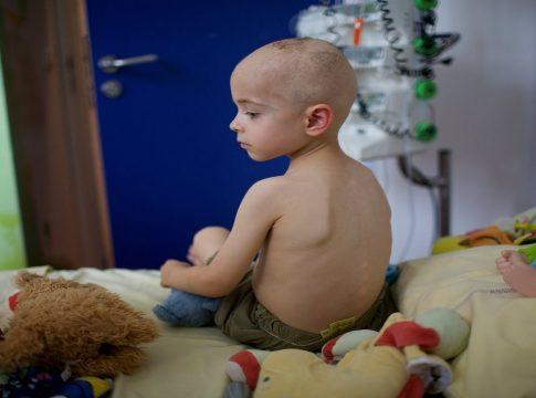 Bog dopušta djeca rak bolesti zlo